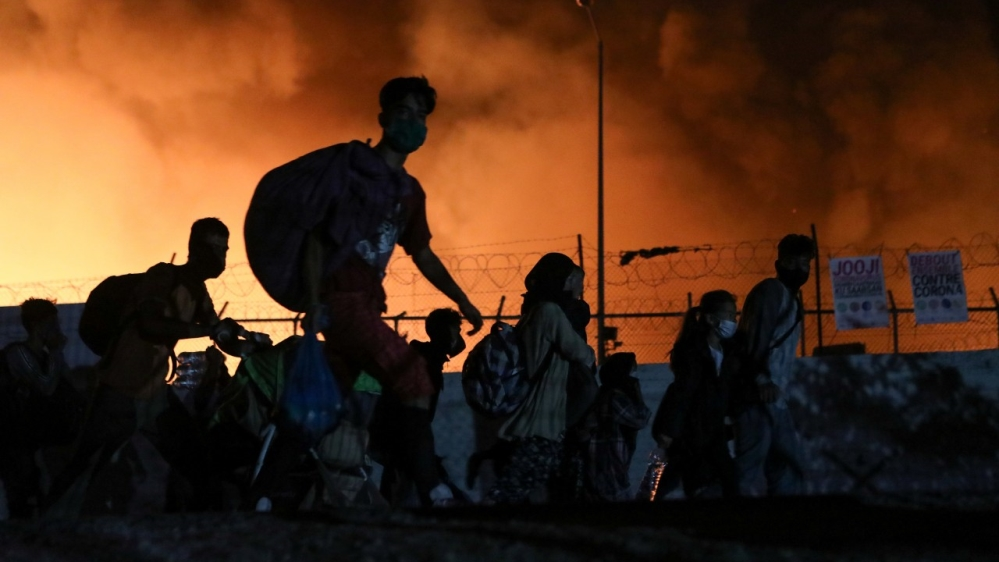 'Everything is burning': Refugees escape as fire hits Moria camp thumbnail