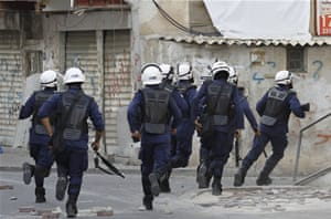 Bahraini protesters clash with police thumbnail