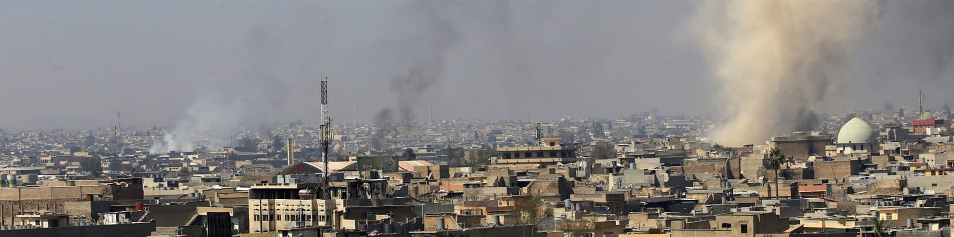 Thousands of civilians in Mosul are exposed to the intense fighting [Khalid Mohammed/AP]
