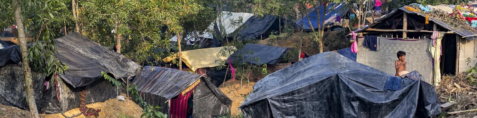 More than 400,000 Rohingya have fled to Bangladesh in recent weeks [Showkat Shafi/Al Jazeera]