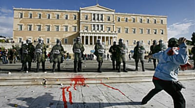 Violence returns to Athens' streets