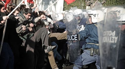 Video: Greek police under threat