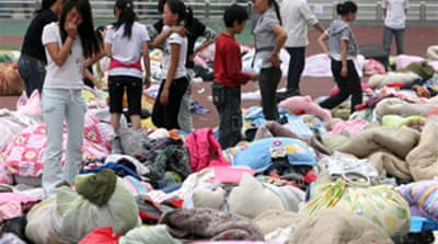 Rush to reach China quake survivors