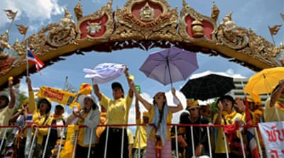 Thai PM vows to stay on