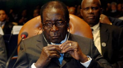 Mugabe avoids criticism at AU talks