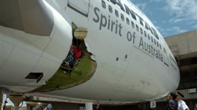 Oxygen tank 'caused Qantas hole'