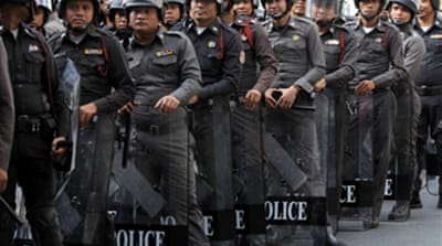 Thai PM moves against protesters