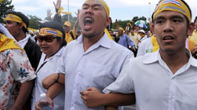 Thai protesters attack police HQ