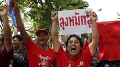 Supporters back embattled Thai PM