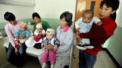 Chinese baby milk sickens hundreds
