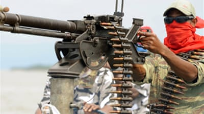 Nigeria rebels 'destroy oil line'