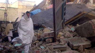 Blasts destroy Pakistan schools