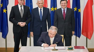 Polish president signs EU treaty