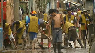 Video: Manila flood clean-up