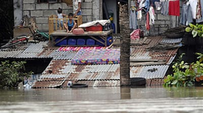 Disease fears in Manila flood zone