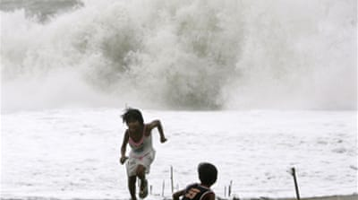 Alert as typhoon nears Philippines