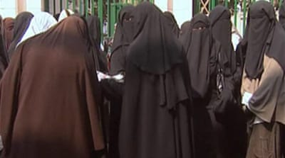 Video: Egypt niqab ban sparks row