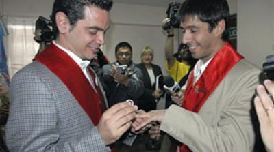 Argentina sees first gay marriage