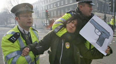 UK police arrest Tibet activists