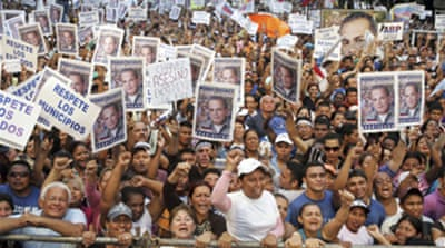 Venezuela rally backs Chavez critic