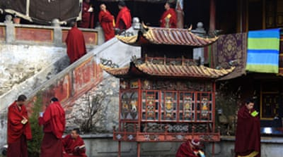Beijing defends rule over Tibet