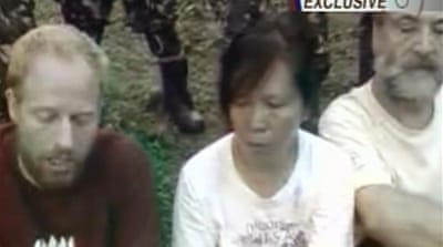 Philippines says hostages 'alive'