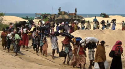 Sri Lankans flee 'hellish' war zone