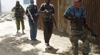 Somali fighters capture key town