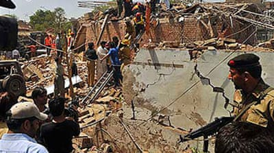 Lahore searches for blast survivors