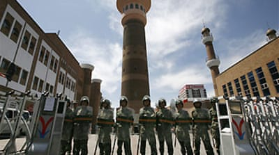 Uighurs defy Urumqi mosque closure