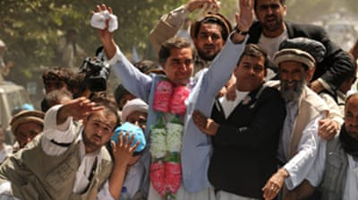 Afghan rivals begin final poll push