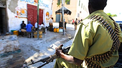 Somali fighters retake two towns