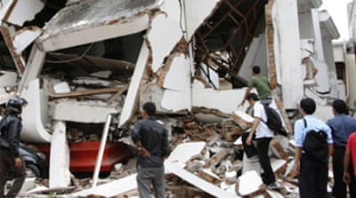 Indonesia quake 'traps thousands'