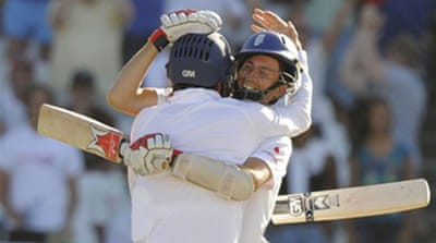 England secure thrilling draw