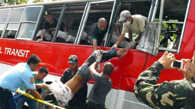 Deadly blast hits Philippines bus
