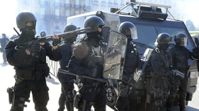 French protesters clash with police