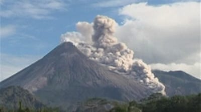 Indonesia volcano grounds flights