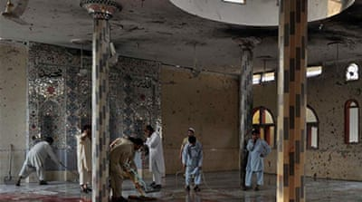 Pakistan mosque attacks kill scores