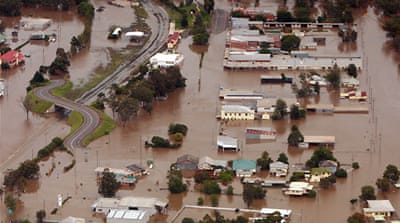 Flooded Australian towns evacuated