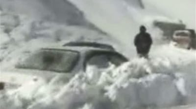 Afghan avalanches trap hundreds