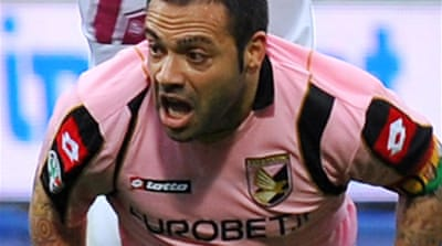 Palermo keep Champs League in sight