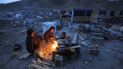 Cold grips China quake survivors