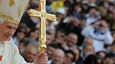 Pope meets Maltese 'abuse victims'