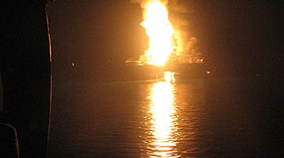 Explosion hits US oil rig