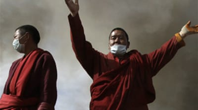 China orders monks from quake zone