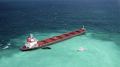 China ship 'still threat to reef'