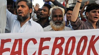 Pakistan court orders Facebook ban
