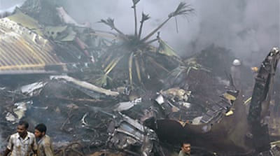 India investigates air crash cause