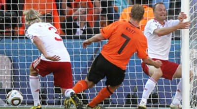 Kuyt sends Dutch flying high