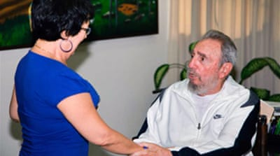 Fidel Castro makes rare appearance